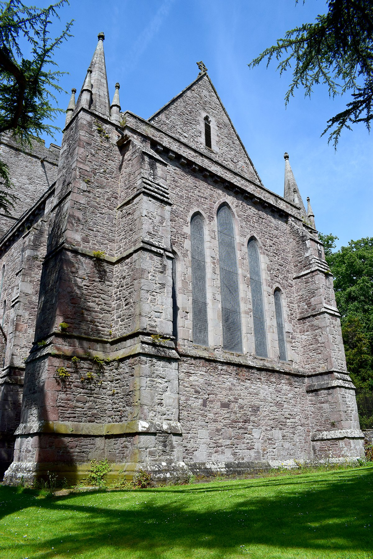 brecon_cathedral5.jpg